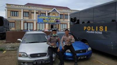 Dua Mobil Ugal-ugalan Di Jalan Husain Jeddawi Bone Diamankan Polisi