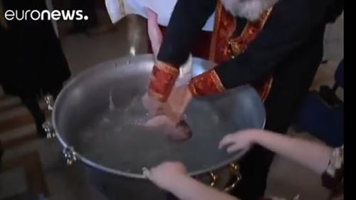Brutal! Bayi Tewas Usai Dibaptis dengan Ditenggelamkan ke Air Suci, Jaksa Periksa Pastor