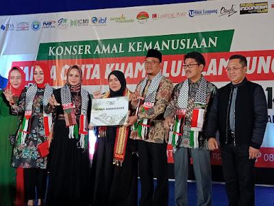 Melly Goeslow Ramaikan Konser Tanda Cinta Kham Ulun Lampung Untuk Palestina dan Lombok