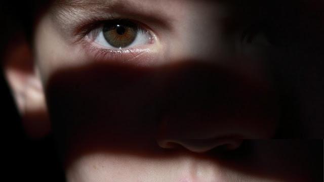 ΦΡΙΚΗ ΣΤΗΝ ΑΤΤΙΚΗ: Aσελγούσε σε ανήλικο παιδί, προσφέροντας χρήματα και ναρκωτικά