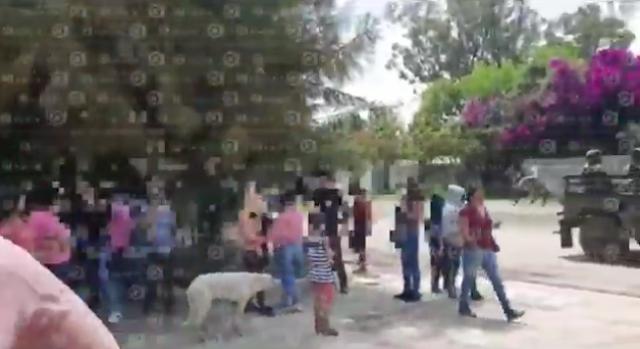 """VIDEO.-  """"¡Arriba el Marro!"""" """"¡Puro triángulo!"""", gritaron mujeres que enfrentaron a soldados en operativo"""