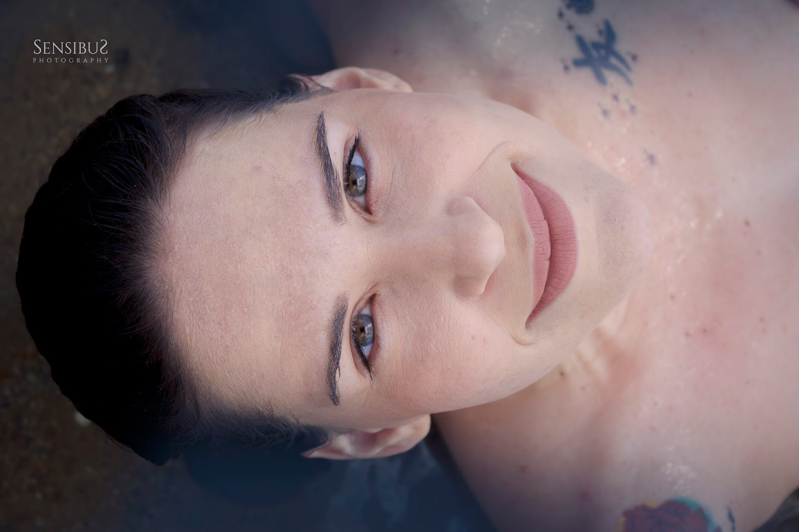 Um reencontro como mulher no ensaio 'Espelho do Mar' do fotógrafo Victor Cayke, tá muito lindo