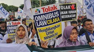 Aksi para buruh menolak RUU Omnibus Law Ciptaker
