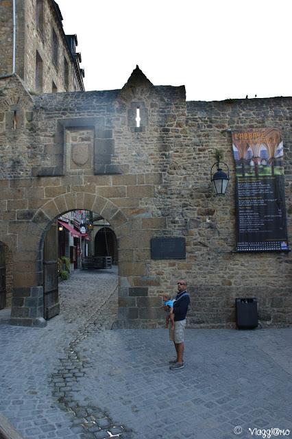 Le tre porte di accesso alla cittadella fortificata di Mont Saint Michel