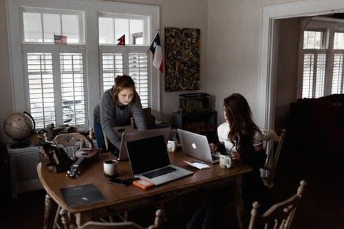 Veja lista de vagas home office na área de Tecnologia, Marketing, Administração entre outros - Salário a combinar