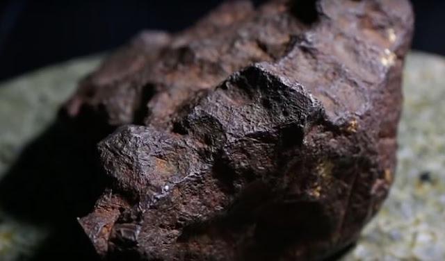 У США чоловік десятиліттями підпирав двері метеоритом вартістю в 100 тисяч доларів