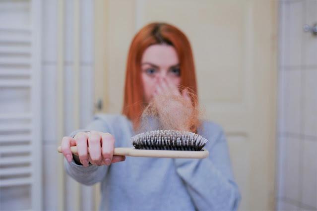 12 سبب لتساقط الشعر عند البنات وطرق الوقاية منه