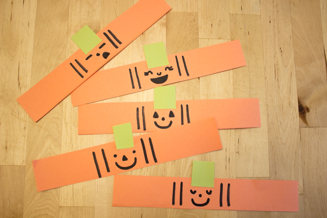 ow to make easy paper witch and pumpkin paper chains with kids for DIY Halloween decor and craft