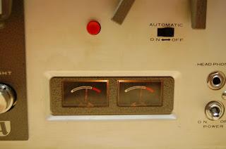 Đầu hát tích hợp Ampli Tube Akai 1710W sử dụng ampli đèn