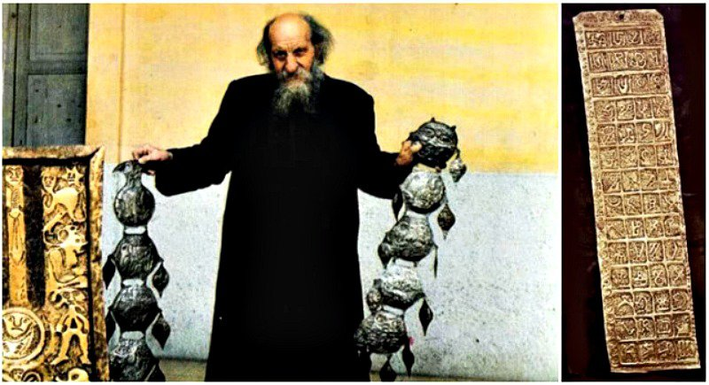 Carlos Crespi con algunos de los extraños objetos que le regalaron los Shuar.