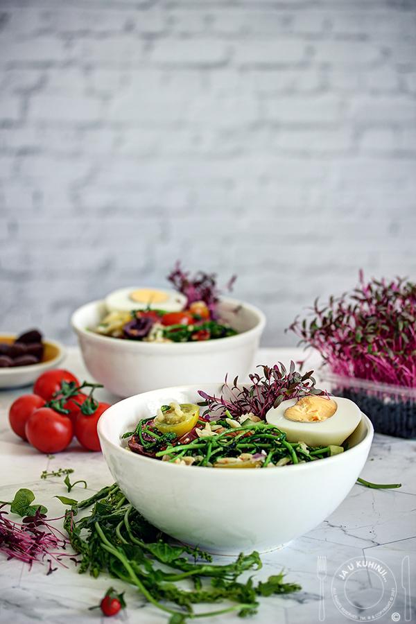 Samonikla biljka bljušt na salatu