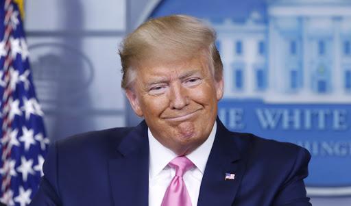 Trump assina decreto que suspende imigração nos Estados Unidos