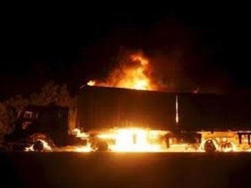 Πυρκαγιά κατέστρεψε φορτηγό που μετέφερε πορτοκάλια από την Αργολίδα - Σώος ο οδηγός