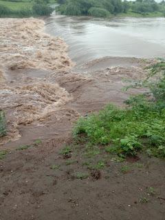 नदी उफान पर होने से राणापुर पेट्रोल मार्ग बंद आमजन को हो रही परेशानी