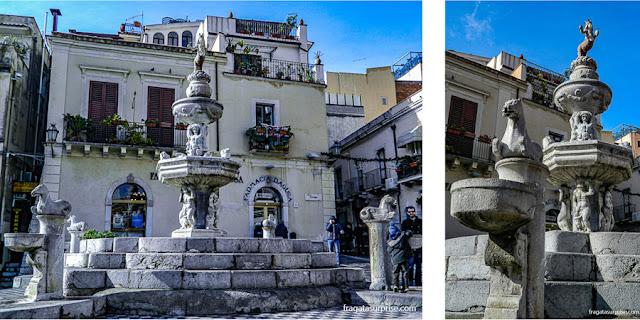 Centaura símbolo de Taormina na fonte da praça em frente à catedral da cidade