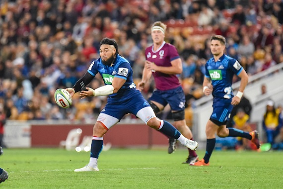 Ma'a Nonu of the Blues offloads against the Reds