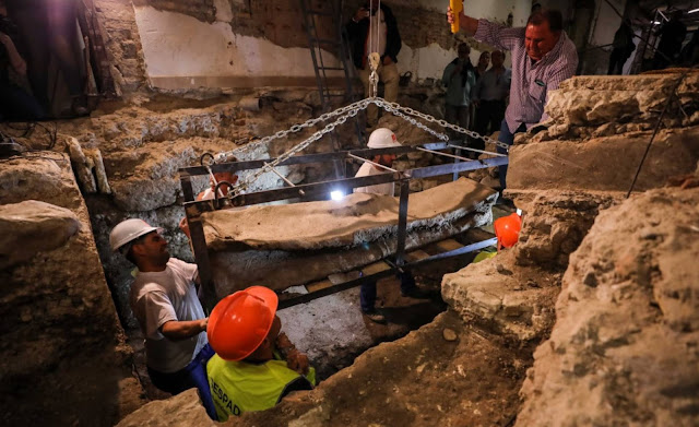 Roman lead sarcophagus accidentally found in Granada