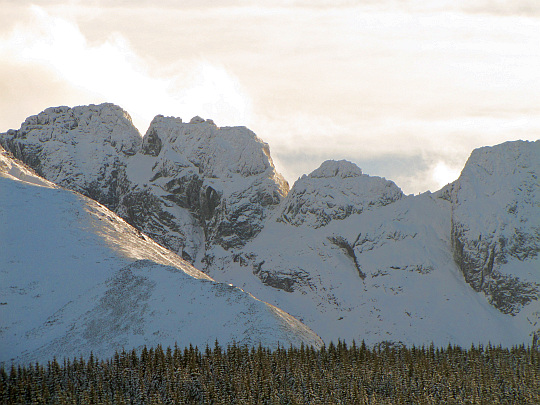 Od lewej: Kozi Wierch (2291 m n.p.m.), Kozie Czuby (2263 m n.p.m.) i Zamarła Turnia (2179 m n.p.m.).