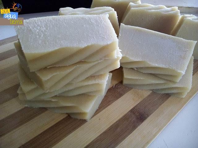 Jabón artesano útil para casos de acné, rosácea, eccema, psoriasis, descamaciones, alergias...