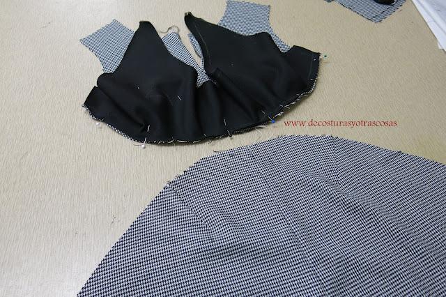vestido pata de gallo combinado con negro
