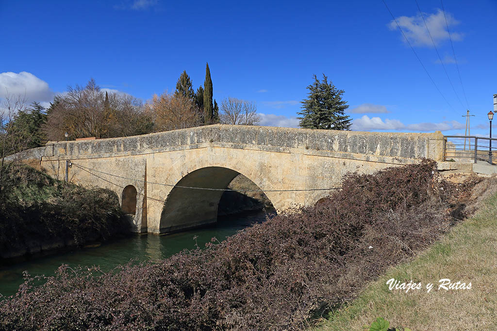 Puente de San Juan del Canal de Castilla en Becerril de Campos