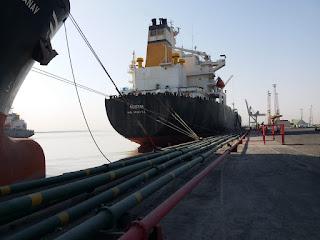 النقل  تستقبل على ارصفة موانئها سفن وناقلات نفط وجنائب متنوعة البضائع والحمولات