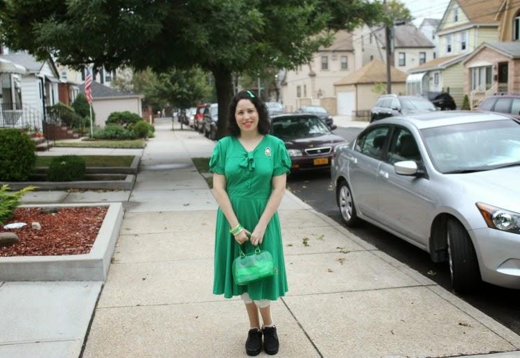 A Vintage Nerd, Vintage Blog, Retro Fashion Blog, Retro Lifestyle Blog, eShakti Green Dress, Mr. Darcy Brooch
