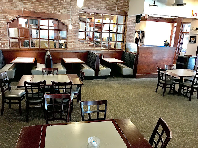 Tables are perfectly spaced and COVID precautionary measures are impressive at WynBurg Cafe! Image courtesy of WynBurg Cafe.