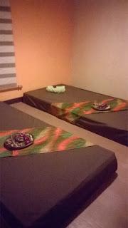 Ruangan Giriloka Spa Hotel Santika dengan Dua Bed