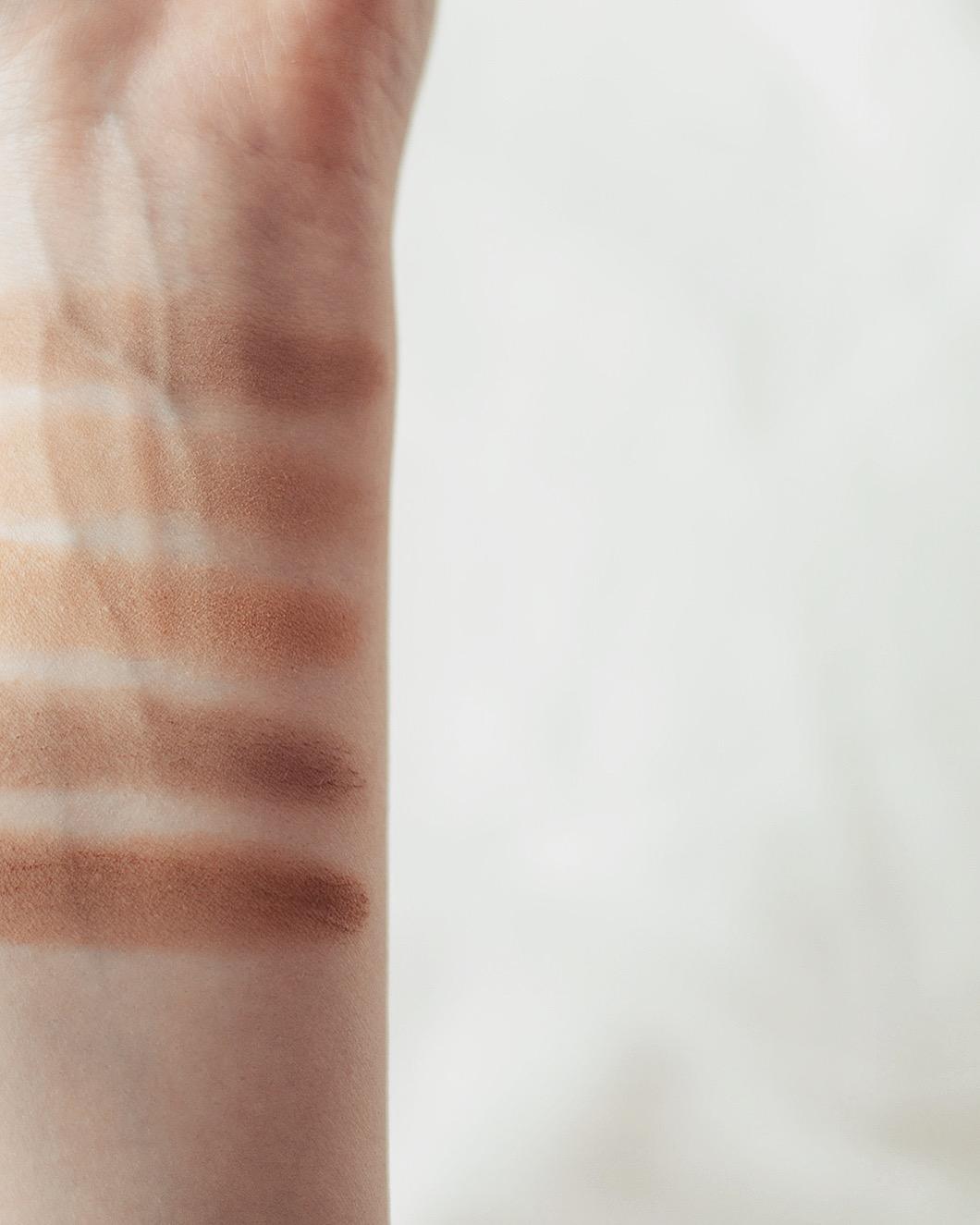 feerie celeste bewitched bronze bronzing and contouring powder puder brązujący do konturowania z wyciągiem z brązowych alg kolory brązerów pixie cosmetics brązer naturalny brązer jak wygląda na skórze brązer nie zapycha por