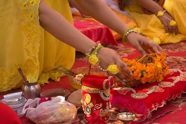 बापाची मुलीला सासरी जातांना भेट    डोळ्यात अश्रुधारा आणणारा सुंदर लेख    Good Thoughts In Marathi