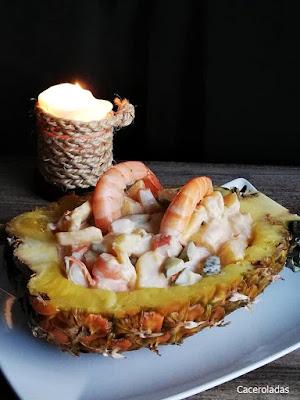 Cóctel de marisco con piña natural