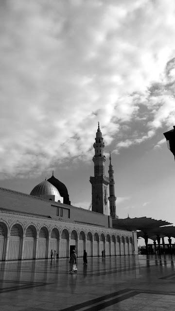 خلفية هاتف ساحة المسجد النبوي لون الصورة اسود وأبيض