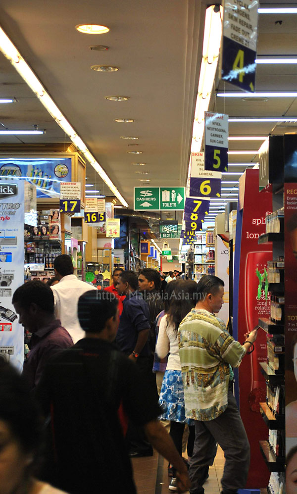 6764f62a84b1d Mustafa 24 Hour Shopping Center in Singapore - Malaysia Asia Travel Blog