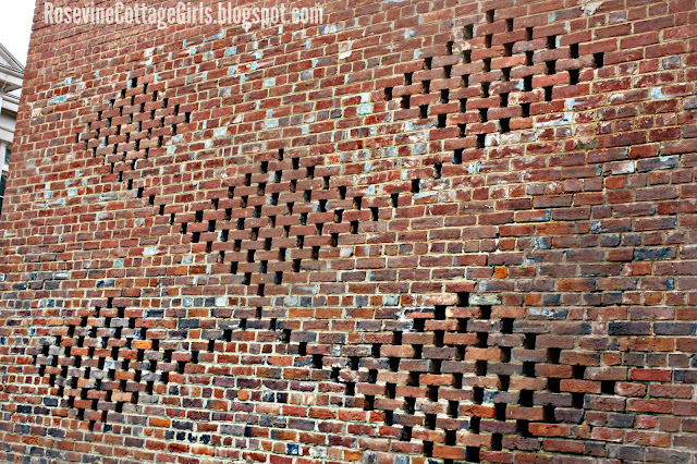 Brick wall with a pattern on the side of the smokehouse at the Belle Meade Plantation | rosevinecottagegirls.com