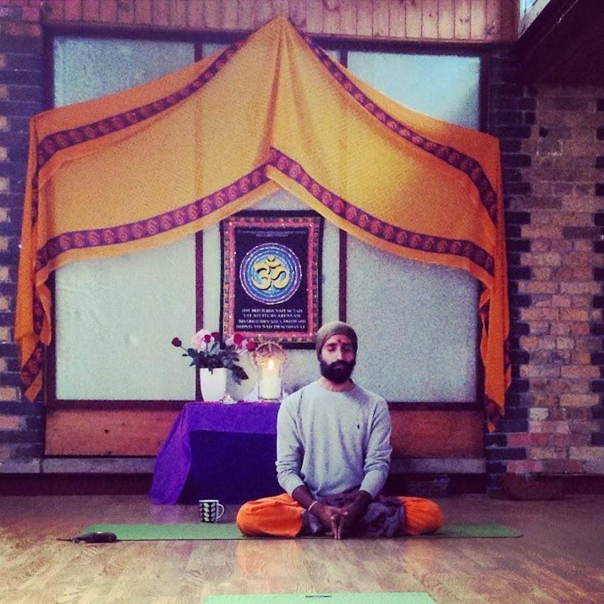El profesor de Yoga.