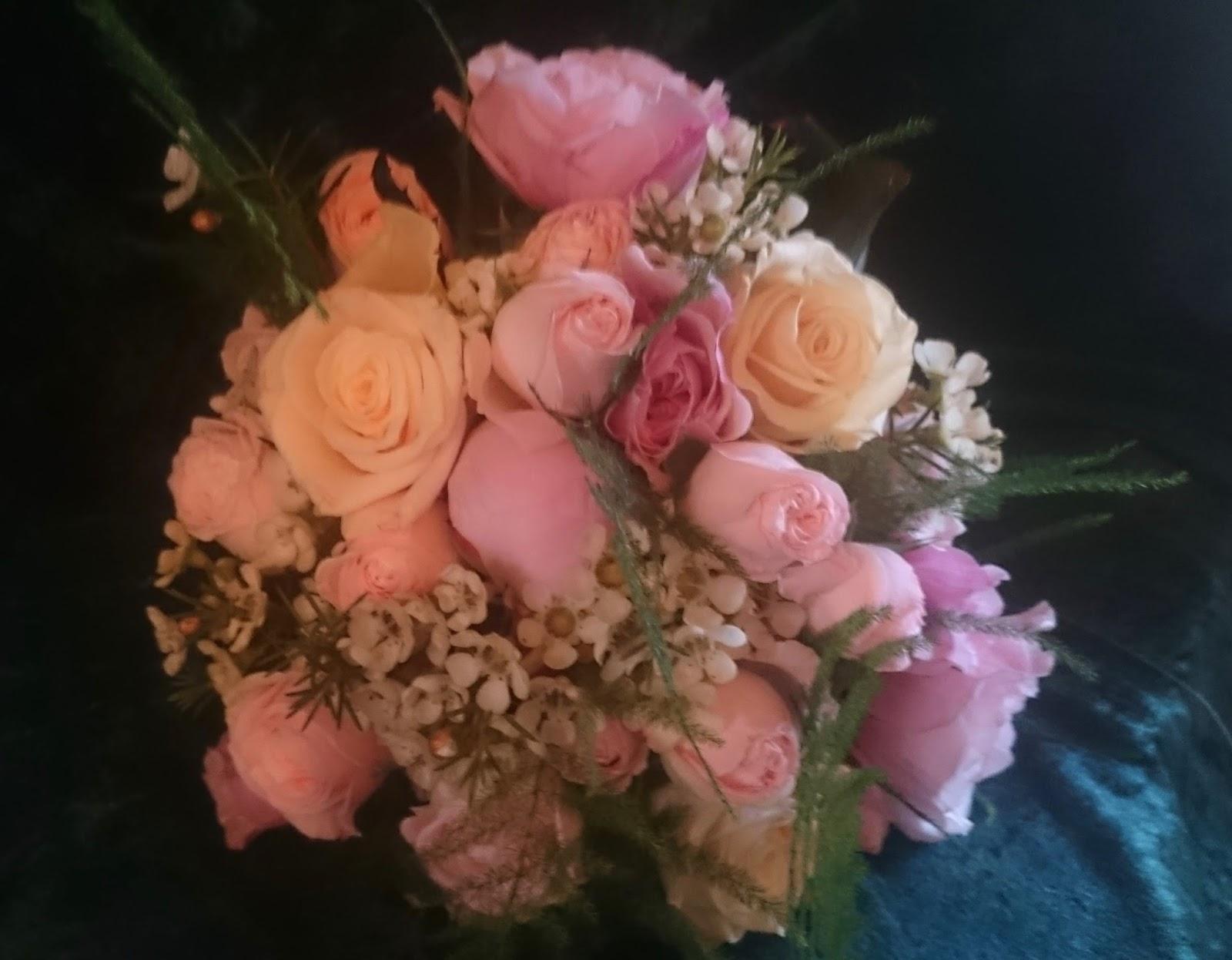 Sandra\'s Flower Studio: Pretty pink and champagne wedding flowers