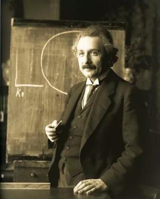 من هم المشاهير الذين عاشوا الحياة السرية الأكثر رعبا وغرابة ؟ قصة حب اينشتاين المخفية | موقع عناكب