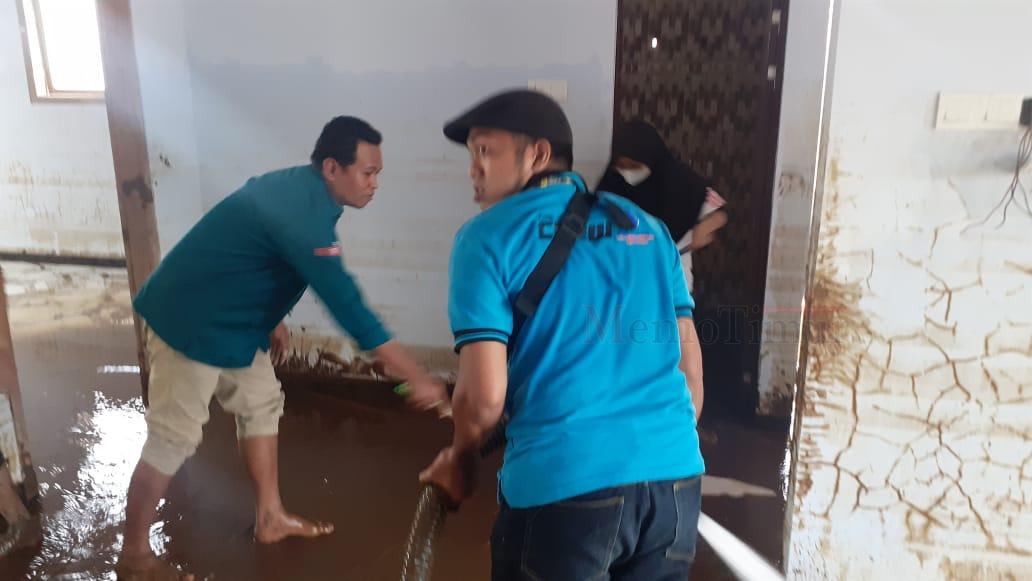Warga Biting Terima Bantuan dari Wakaf Center Indonesia