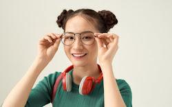 7 Cara Memilih Kacamata Sesuai Bentuk Wajah