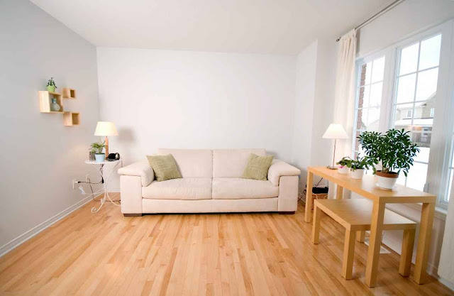 Colors for the Living Room That Match a Light Wood Floor