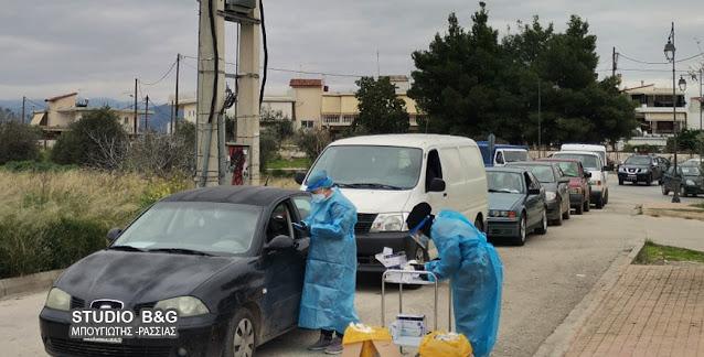Συνεχίζονται τα τεστ από την ΚΟΜΥ Αργολίδας στο Άργος με ουρές αυτοκινήτων