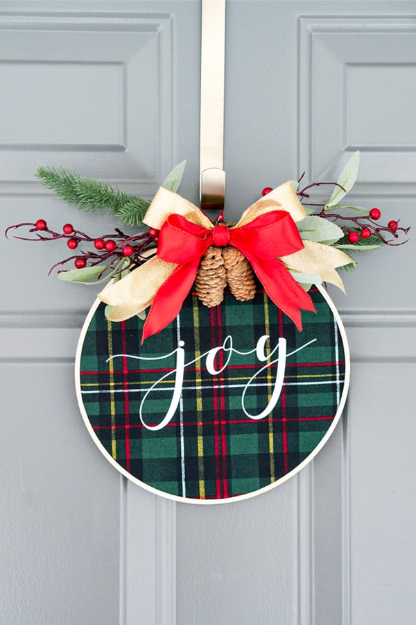 Embroidery Hoop Wreath by Mom Envy
