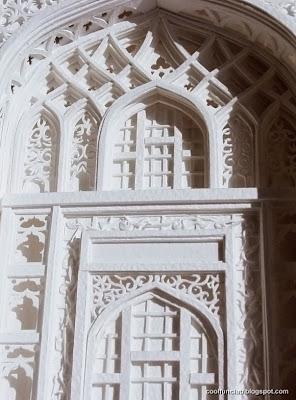 Fachada de iglesia de papel