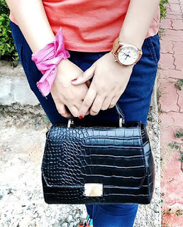 Trousers: Zara | Shoes: Reebok| Shirt: Levi's T-shirt| BAG: Zara| Watch: Tag Heuer Space | black zara handbag