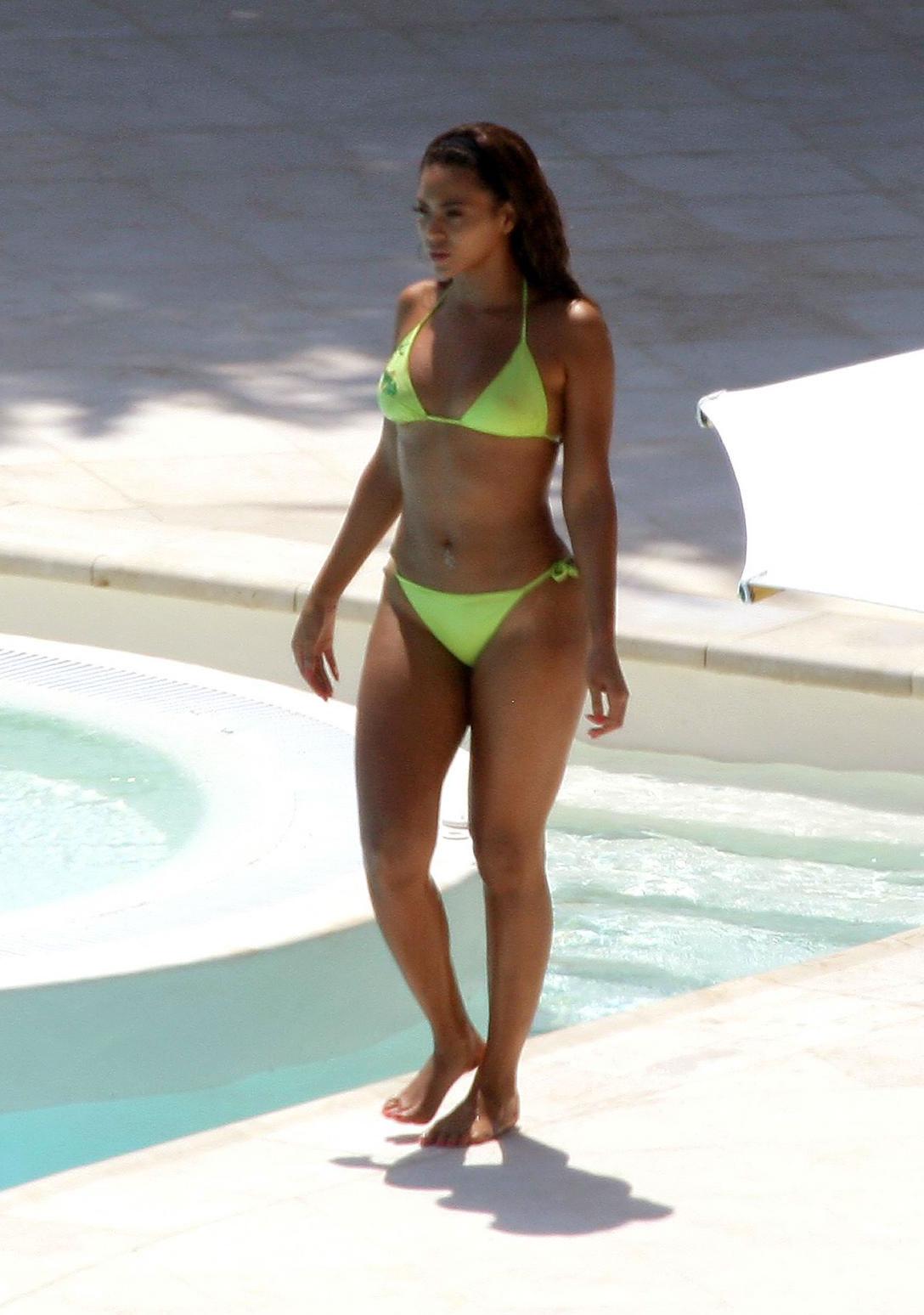Beyonce Knowles Bikini Pics 8