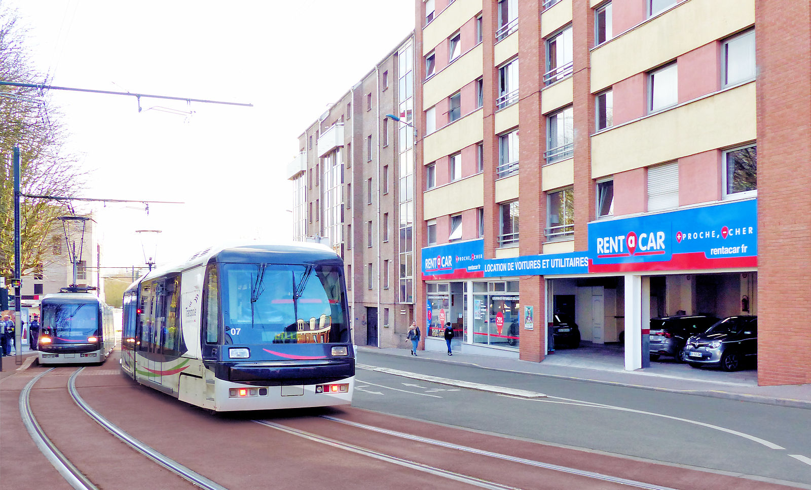 Rent a Car Tourcoing - Tramway, Place Victoire.