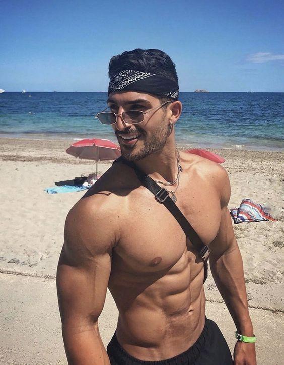 shirtless-hot-muscular-beach-guys-smiling-bandana