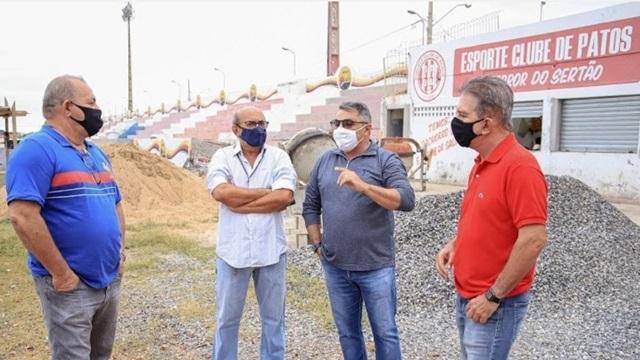 Prefeito Nabor visita obras de reforma e ampliação dos equipamentos esportivos de Patos
