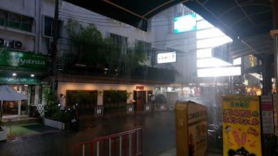 バンコクの雷雨「スクンビットソイ33/1」
